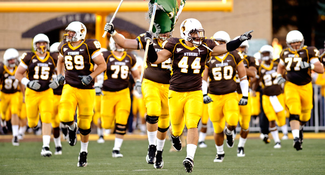 Wyoming Cowboy Football Standouts Join The Chicago Bears